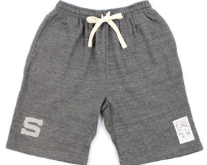 un SWEAT SHORT