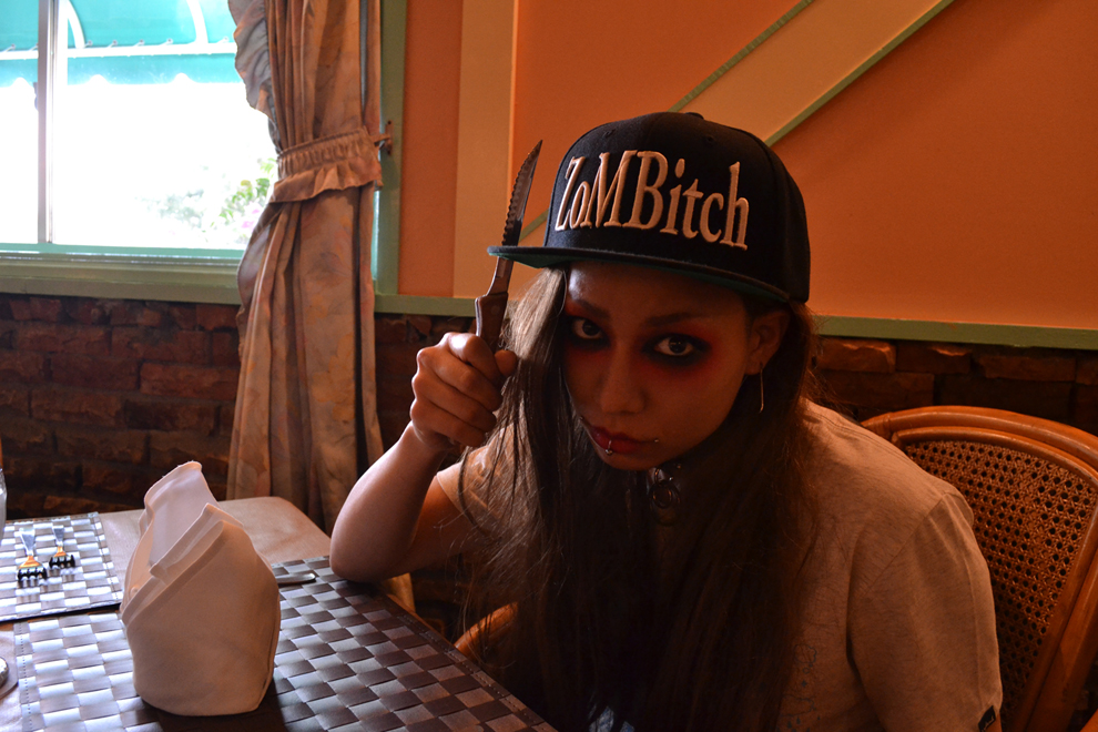 ZoMBitch_cap20140302_L